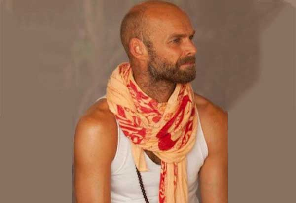 sampoorna yoga teacher henrik